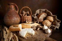 土气的食物 免版税库存图片