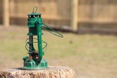 土气绿色打破的灯笼 免版税库存照片