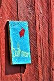 土气蓝色手工制造卫生间标志 图库摄影