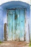 土气蓝色的门 免版税库存图片