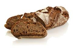 土气整个被隔绝的五谷黑面包 免版税库存图片