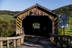 土气&历史的Hamden被遮盖的桥-卡兹奇山-纽约 免版税库存照片