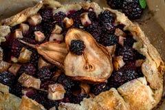 土气黑莓梨Galette 免版税库存图片
