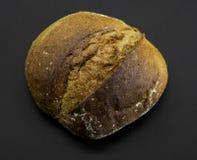 土气黑麦面包 免版税库存照片
