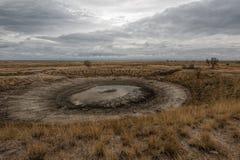 土漏斗在Arabatskaya strelka,克里米亚的 库存照片