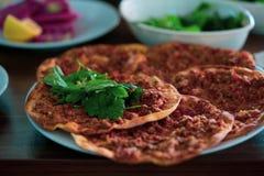 土耳其传统比萨,lahmacun 免版税库存照片