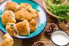土耳其传统böreÄŸi 它有剁碎,土豆,荷兰芹, spic 免版税库存照片