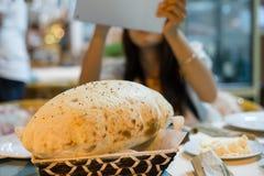 土耳其作为晚餐的吹面包 免版税库存图片