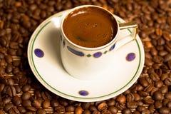 土耳其咖啡杯子和种子 库存照片