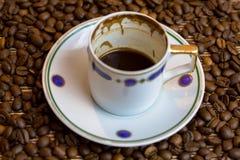 土耳其咖啡杯子和种子 图库摄影