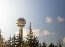 土耳其安卡拉首都'atakule'摩天大楼 摩天大楼成为了土耳其的首都的标志 免版税库存照片