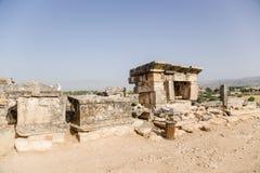 土耳其希拉波利斯(棉花堡) 古老大墓地的考古学站点 库存图片