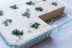 土耳其开胃菜Fava用莳萝和橄榄油/干豆纯汁浓汤/分裂豌豆 免版税库存图片