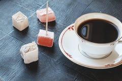 土耳其快乐糖和咖啡宽风景边 免版税库存图片