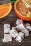 土耳其快乐糖,与橙色切片的东部纤巧 图库摄影