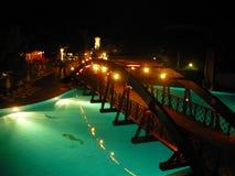 土耳其旅馆,游泳场,酒吧,晚上,游泳场 免版税库存照片