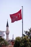 土耳其旗子和尖塔 免版税图库摄影