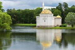 土耳其浴亭子在凯瑟琳公园在Tsarskoye Selo,圣徒 免版税库存照片