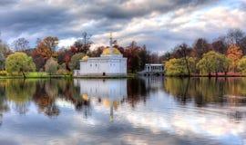 土耳其浴在醇厚的秋天的凯瑟琳公园,普希金,圣彼得堡,俄罗斯 库存图片