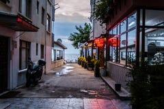 土耳其海边餐馆在Cinarcik镇-土耳其 免版税库存图片