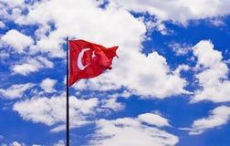 土耳其的国旗天空背景的 免版税库存图片