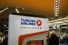 土耳其航空在吉隆坡国际机场的登记处柜台 库存图片
