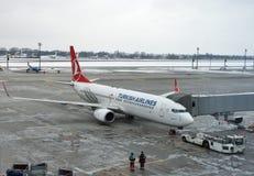 土耳其航空飞机在鲍里斯皮尔机场 基辅,乌克兰 免版税图库摄影