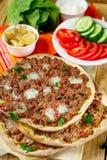 土耳其薄饼Lahmajoun Lahmacun用绞细牛肉 免版税库存图片