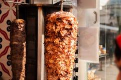 土耳其语在伊斯坦布尔街道上的Doner Kebab, Shawarma 免版税库存照片