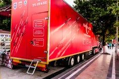 土耳其语在Cinarcik镇-土耳其担任主角促进卡车 库存图片