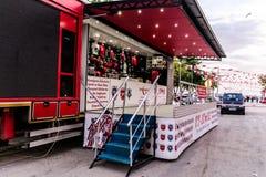 土耳其语在Cinarcik镇-土耳其担任主角促进卡车 库存照片