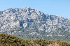 土耳其金牛座岩石山横向 免版税库存图片