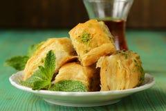 土耳其阿拉伯点心-果仁蜜酥饼用蜂蜜和开心果 免版税库存图片