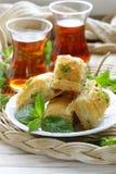 土耳其阿拉伯点心-果仁蜜酥饼用蜂蜜和开心果 库存照片
