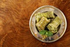 土耳其阿拉伯点心-果仁蜜酥饼用蜂蜜和核桃,开心果 免版税库存照片
