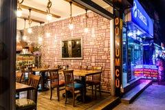 土耳其餐馆在晚上 免版税图库摄影