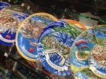 土耳其马尔马里斯港纪念品五颜六色的瓦器 免版税库存照片