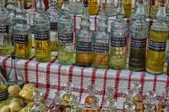 土耳其,凯梅尔,在瓶的12,08,2017芳香油装瓶的 免版税库存照片