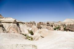土耳其,卡帕多细亚 美丽如画的谷的顶视图修士(谷Pashabag) 免版税库存照片