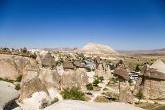 土耳其,卡帕多细亚 美丽如画的谷的顶视图修士(Pashabag) 库存图片