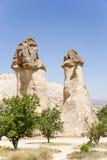土耳其,卡帕多细亚 风化柱子在Pashabag谷(修士的谷的) 库存照片