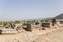 土耳其,希拉波利斯(棉花堡) 古老大墓地的考古学挖掘 库存照片