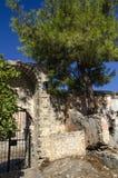 土耳其,鬼城Kayakoy, 17世纪的一个希腊教会,一个石墙 库存图片