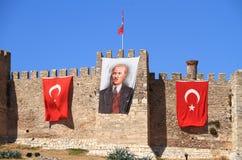 土耳其/塞尔丘克:与旗子的Atatürk帆布 库存图片