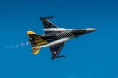 土耳其F-16猎鹰- Soloturk显示队 库存图片