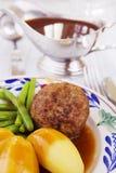 土豆、肉和菜;一顿传统荷兰晚餐 免版税图库摄影