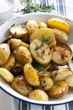 土豆烤了迷迭香 免版税图库摄影