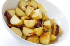 土豆烤了迷迭香 库存照片