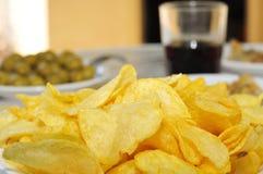 土豆片和其他开胃菜 免版税库存照片