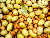 土豆用红萝卜 库存照片